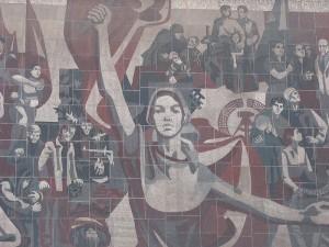 رقص بر استخوانهای پوسیدۀ رؤیای کمونیسم