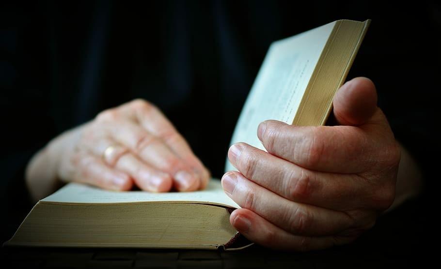 چگونه کتاب ها را ضد عفونی کنیم