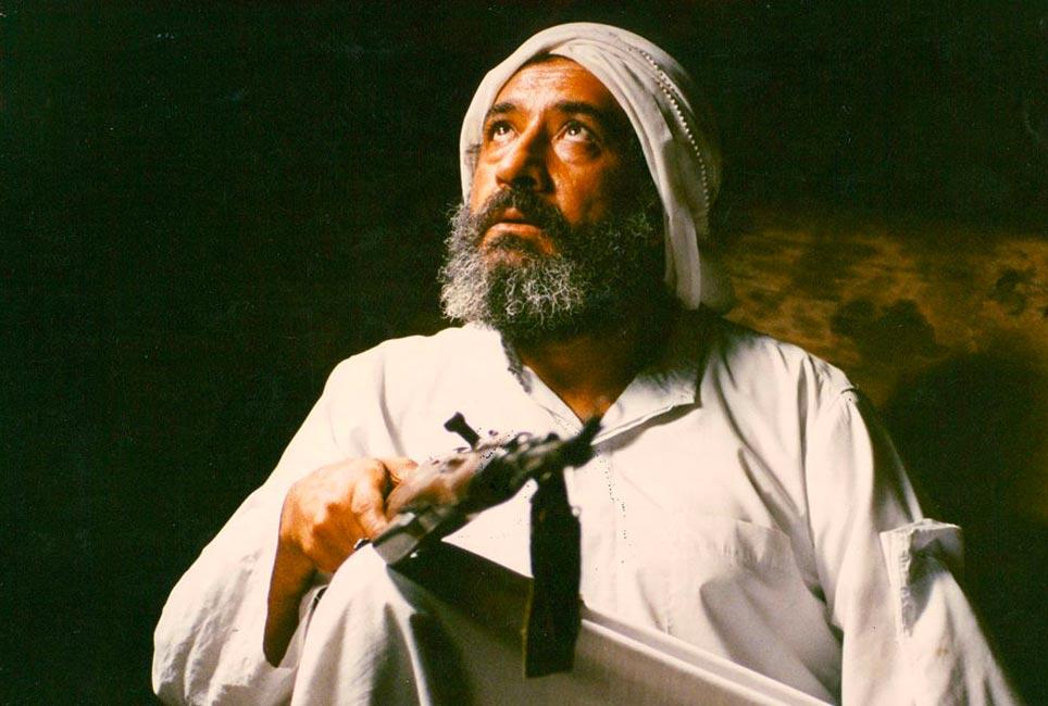 ناصر تقوایی فیلم ناخدا خورشید را بر اساس اقتباسی از رمان داشتن و نداشتن ساخته است