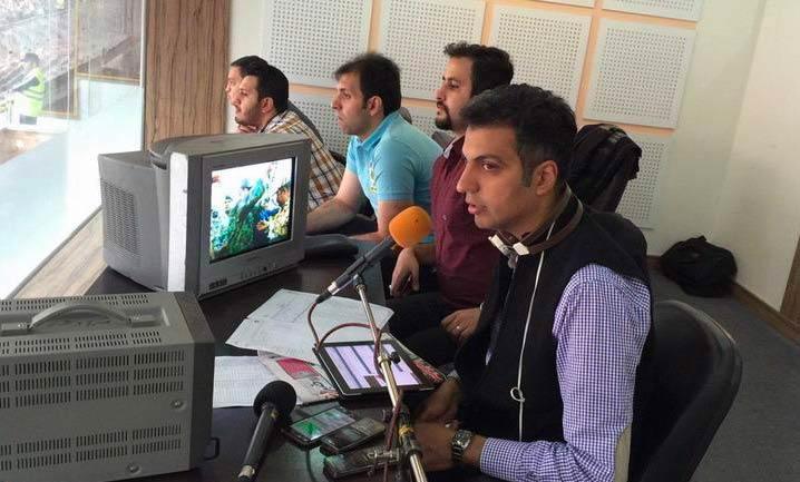 عادل فردوسی پور در حال گزارش گری