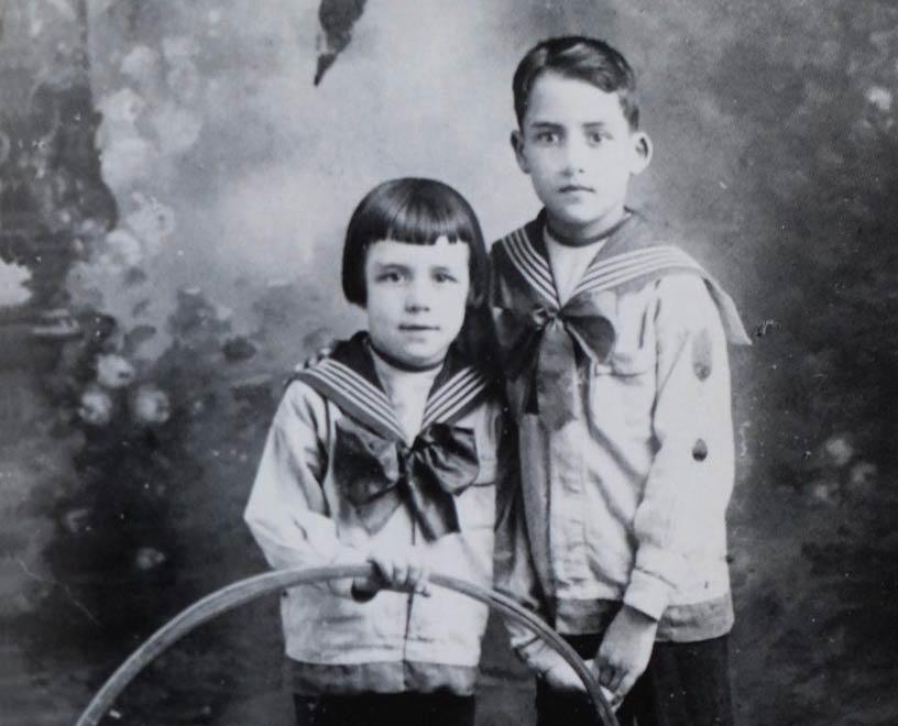 آلبر کامو برادر برزگتر لوسین سال ۱۹۲۰